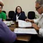 Prefeito Gabriel Ferrato recebe as metas do Plano Municipal de Educação