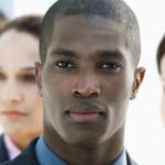 Racismo no trabalho diminuiu, mas há longo caminho à frente, diz autor